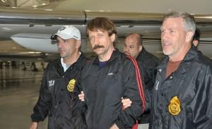 Viktor Bout bei seiner Festnahme durch DEA-Agenten